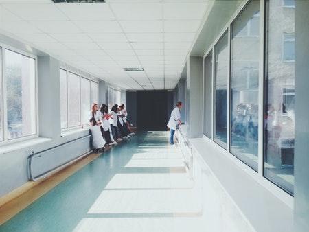 Ziekenhuizen willen vast eigen risico van 150 euro
