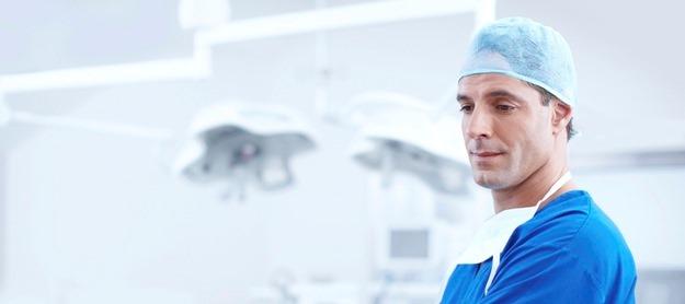 Eigen risico bij kaakchirurg en verstandkiestrekken